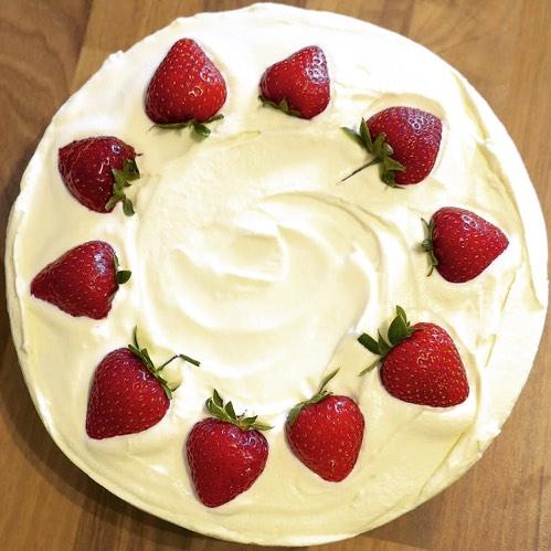 Wimbledon No-Bake Cheesecake (Strawberries & Cream)
